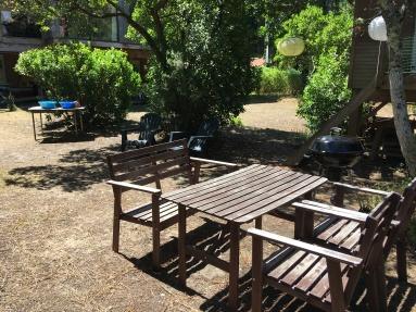 the dining place / la table à manger