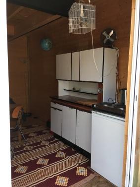 kitchen, fridge and electric cooker (2 plates) on the 1st floor / cuisine, frigo et 2 plaques électrique au 1ère étage