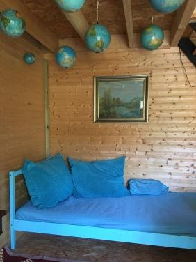 the single bed on the 1st floor / le lit simple au 1ère étage