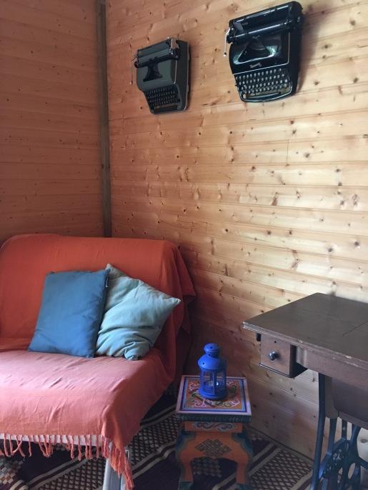 the single-bed-armchair on the 1st floor / le fauteuil-lit simple au 1ère étage