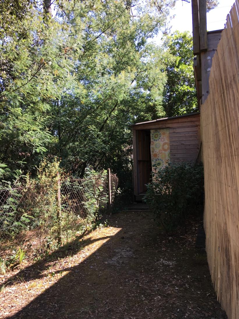 access to the bathroom / accès à la salle de bain